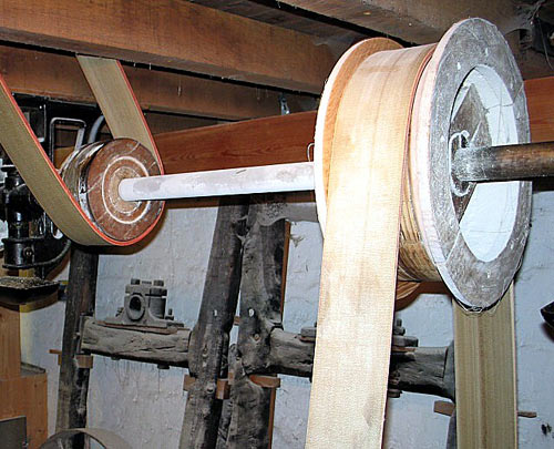 Belt running on spool-like wheel